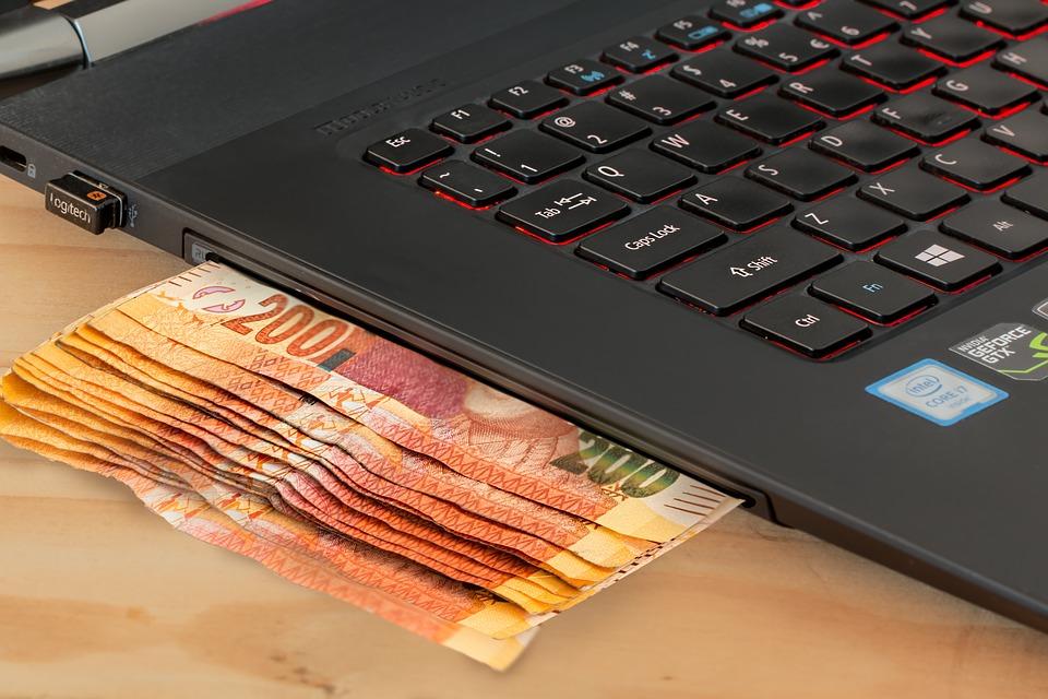 Różnica między kredytem a pożyczką?
