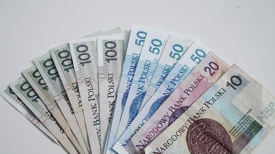 Pożyczka gotówkowa – jak długo można ją spłacać i jak analizować oferty?
